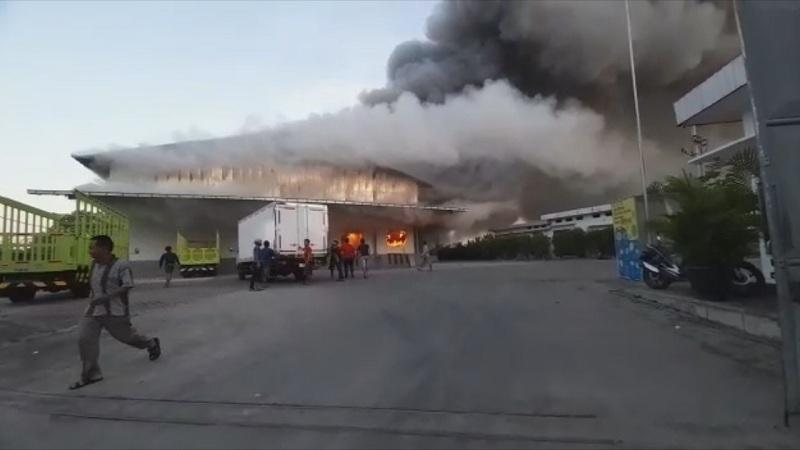 Terdengar Ledakan, Rumah Potong Ayam di Jombang Kebakaran
