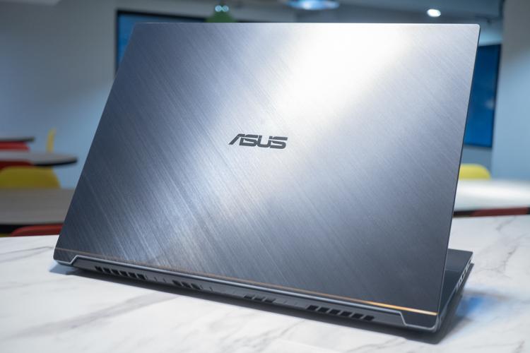 Asus ProArt StudioBook Pro 17, Laptop Tipis Dukung Desain Profesional