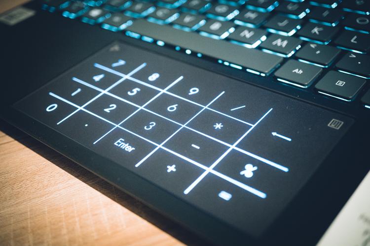 Asus ZenBook 14 (UX425), Paket Ultrabook Mewah dan Super Ringkas