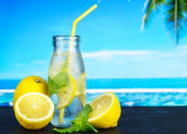 Mitos Manfaat Air Lemon