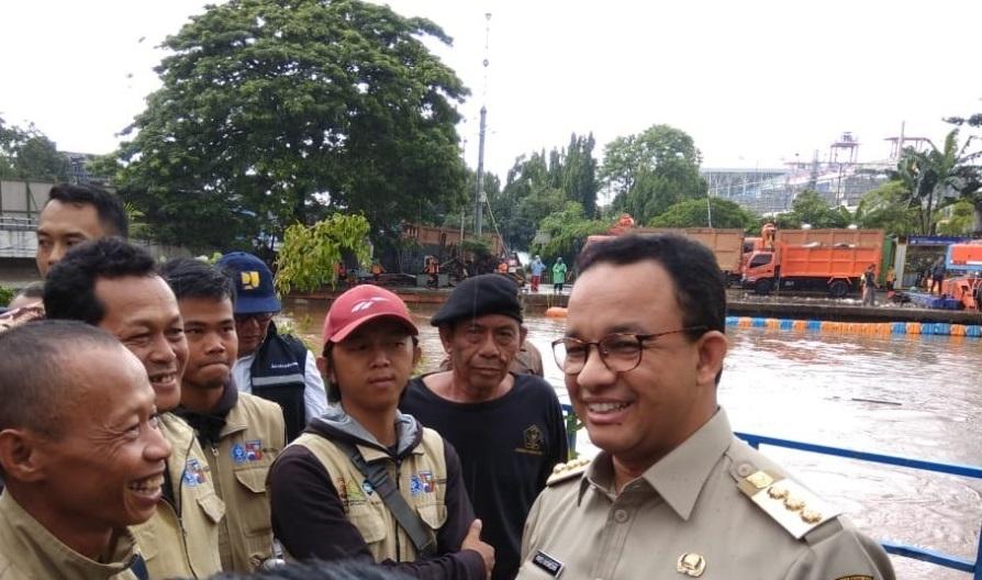 Anies Klaim Banjir Telah Surut 100%
