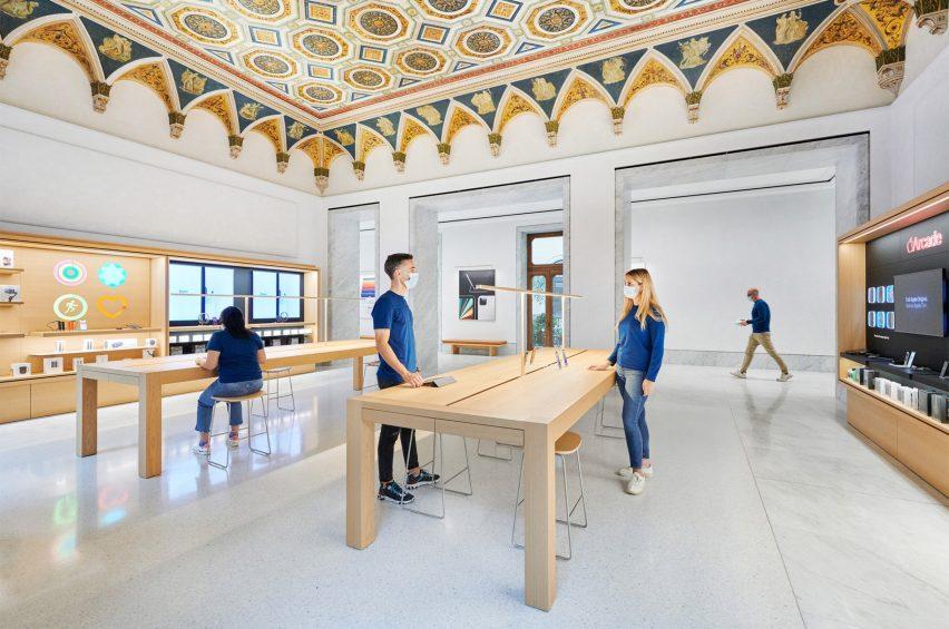 Intip Desain Toko Apple di Bekas Bangunan Sejarah