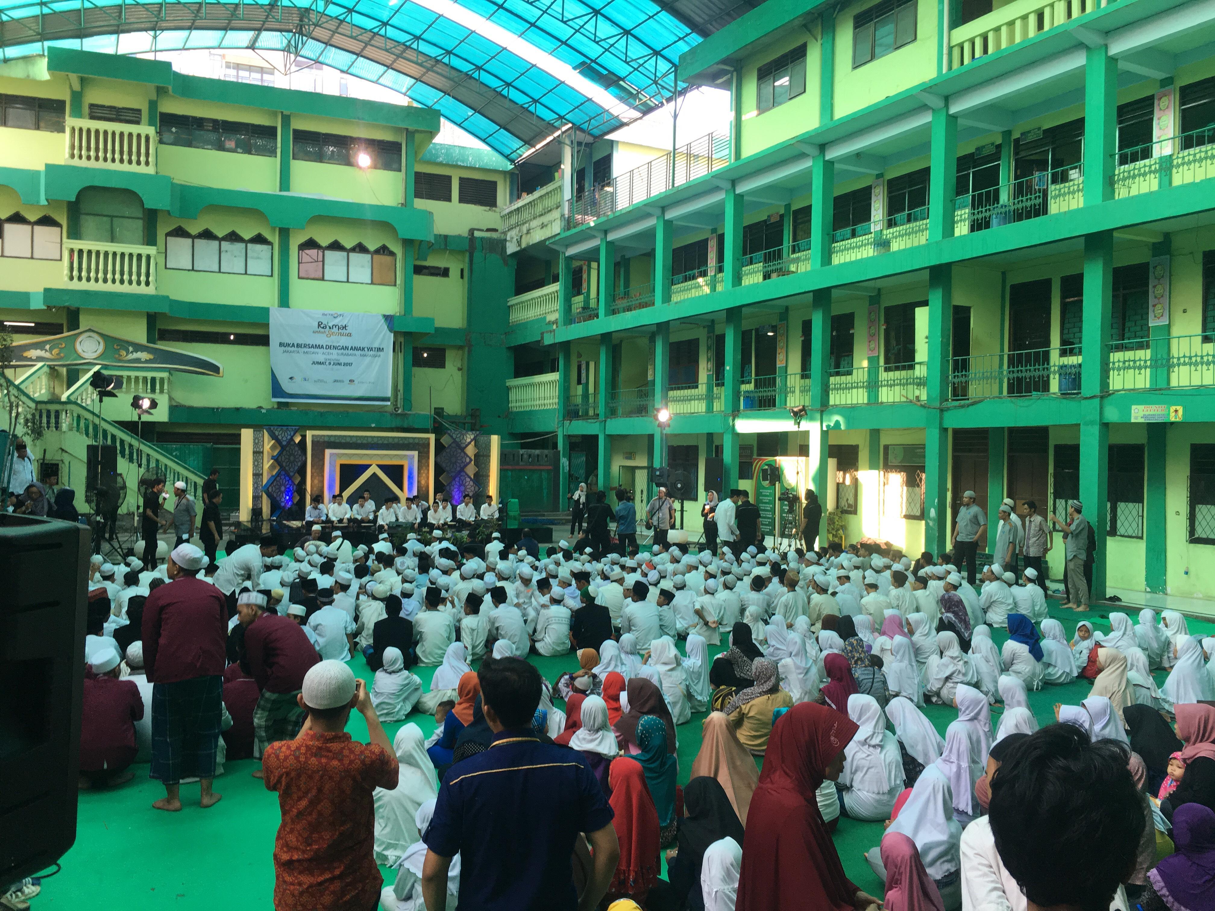 Suasana Buka Puasa Media Group Bersama Anak Yatim di Ponpes Asshiddiqiyah