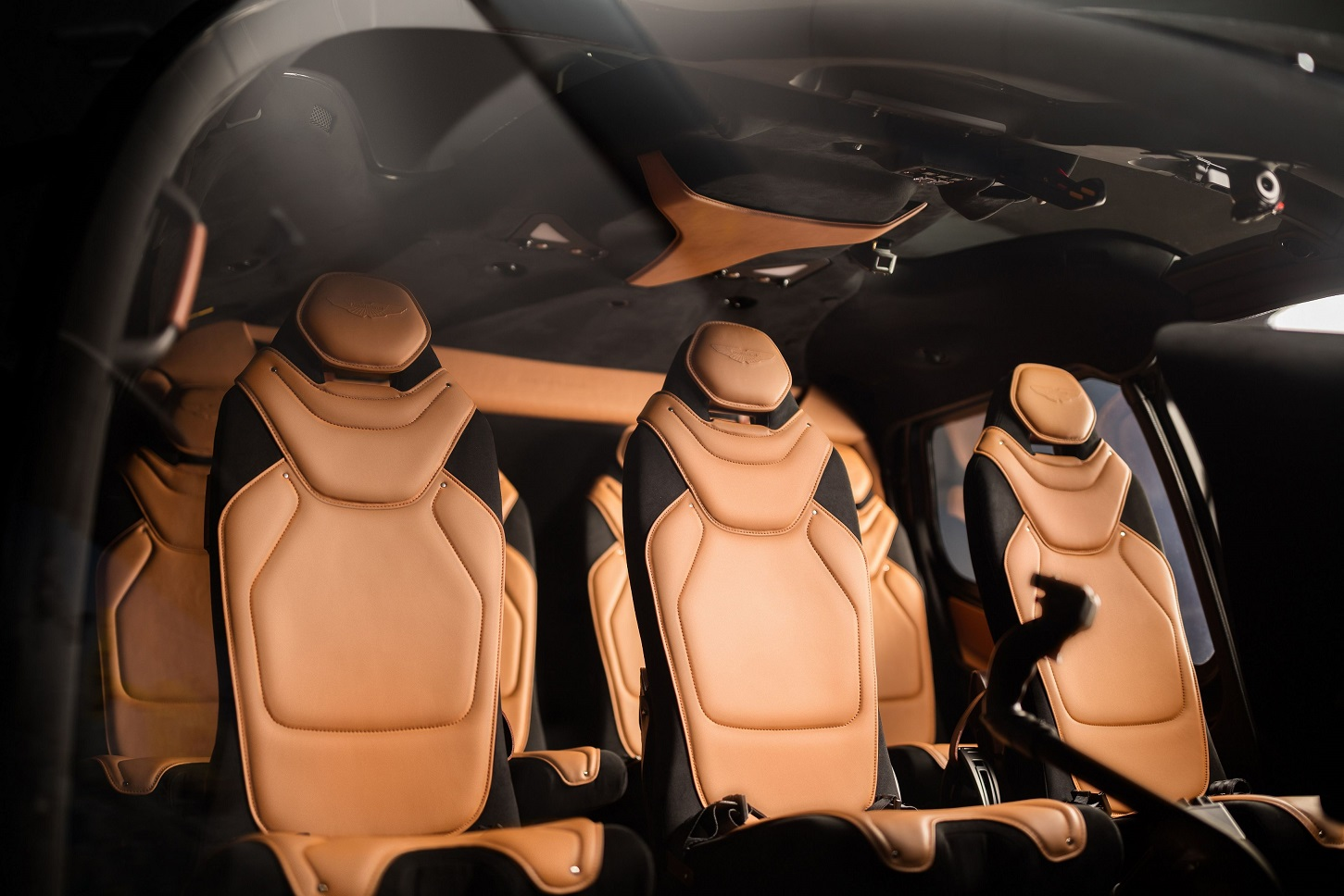 Aston Martin Bikin Helikopter ACH130 Bernuansa Kabin Mewah
