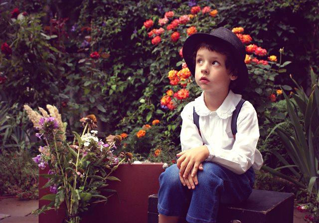 6 Kiat Mengasuh Anak Autisme