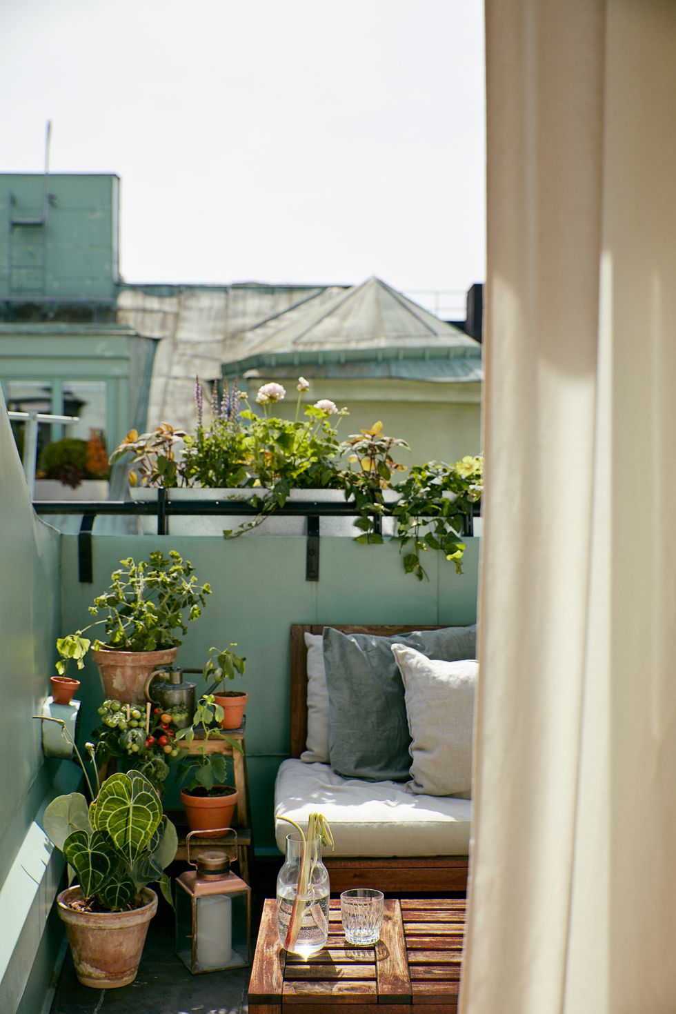 5 Inspirasi Balkon Minimalis di Rumah