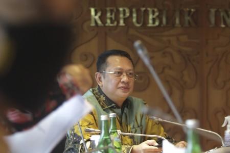 Bambang Soesatyo menjelaskan spesifikasi bs elektrik