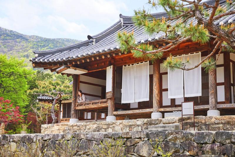 Menelusuri Bangunan Kuno di Korea yang Kerap Didatangi BTS