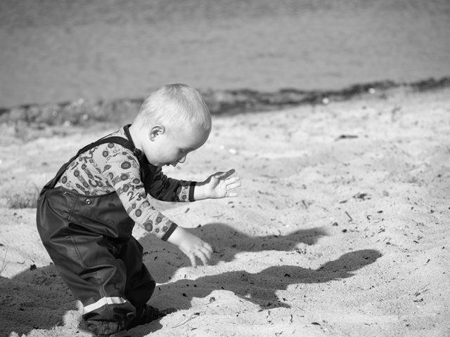 Yang Terjadi Jika Bayi Tidak Sengaja Makan Pasir
