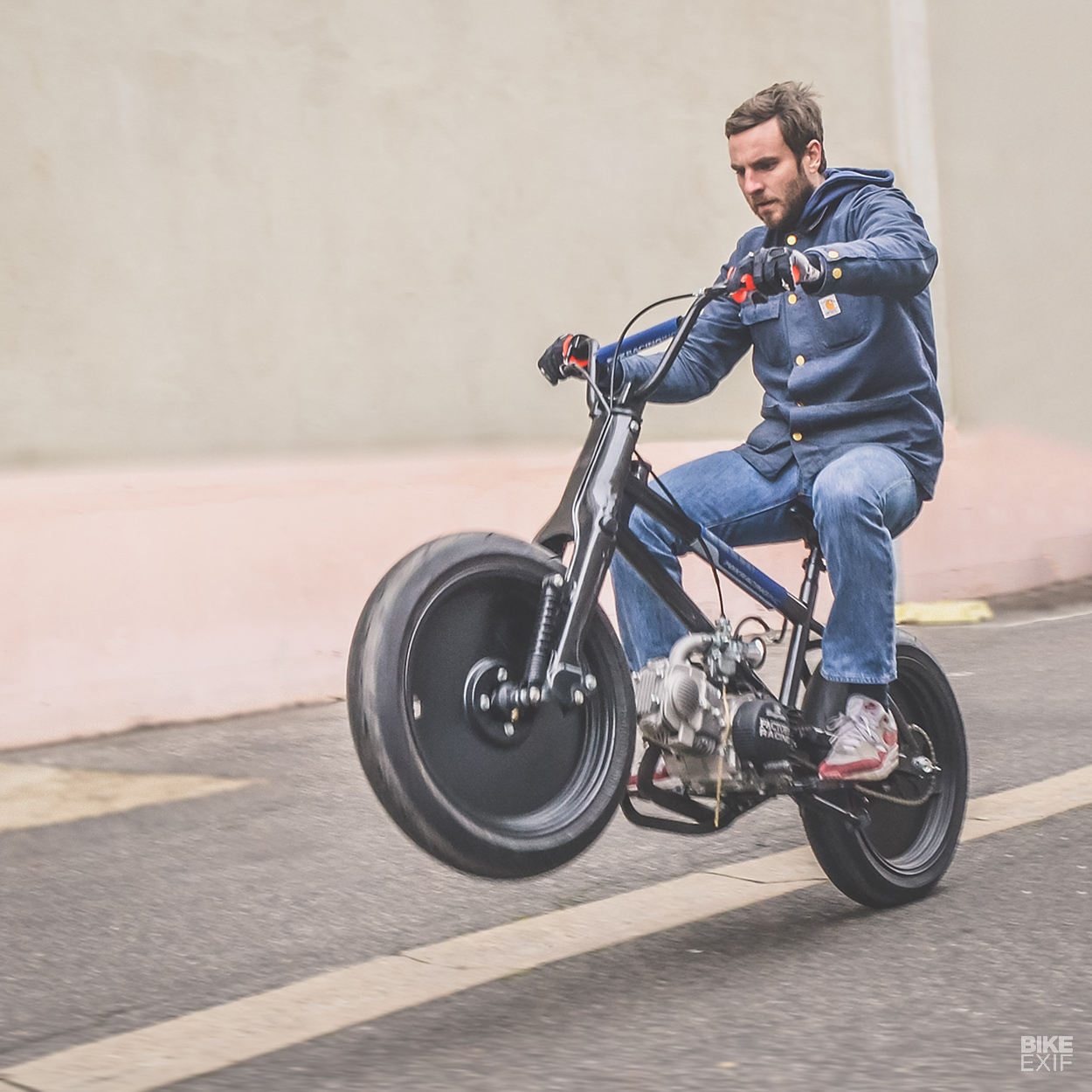 Membenamkan Mesin Honda Cub di BMX