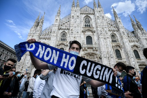 Potret Fans Inter Milan Rayakan <i>Scudetto</i> Liga Italia 2020-2021