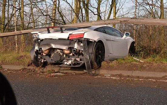 Kiper MU Alami Kecelakaan, Mobil Rusak Parah