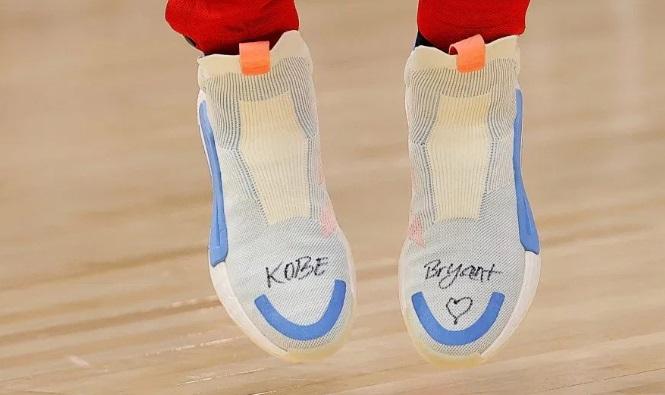Deretan Ucapan Belasungkawa di Sepatu Pemain NBA untuk Kobe Bryant