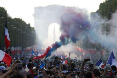 Potret Warga Prancis Menyambut Sang Juara Dunia