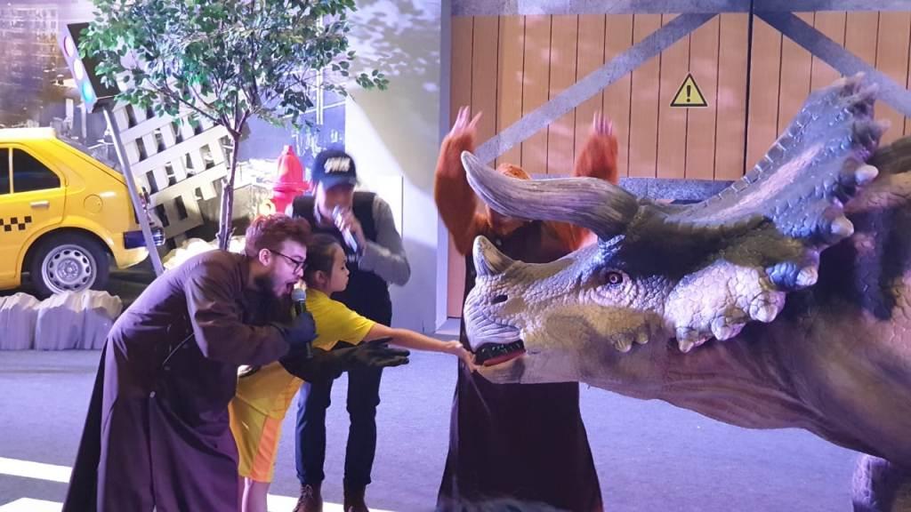 Merasakan Sensasi Berinteraksi dengan Dinosaurus