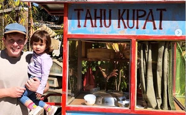 Si Bule yang Belajar Budaya Indonesia lewat Makanan