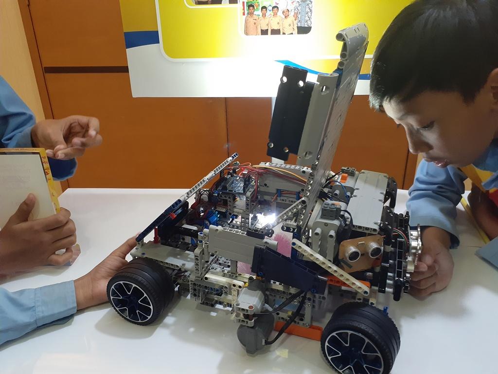 Berangkat dari Ide Mulia, 4 bocah SD Ciptakan Robot Pembersih Daun