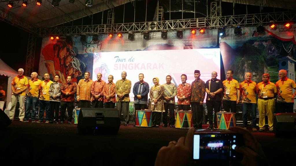 Kemeriahan Upacara Pembukaan Tour de Singkarak 2018