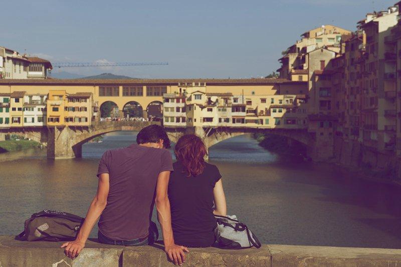 Lima Destinasi Romantis yang 'Haram' Dikunjungi Para Jomblo