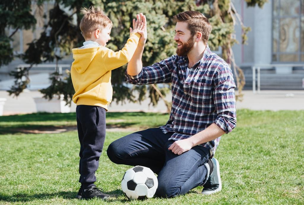 4 Cara agar Anak Mau Olahraga di Rumah