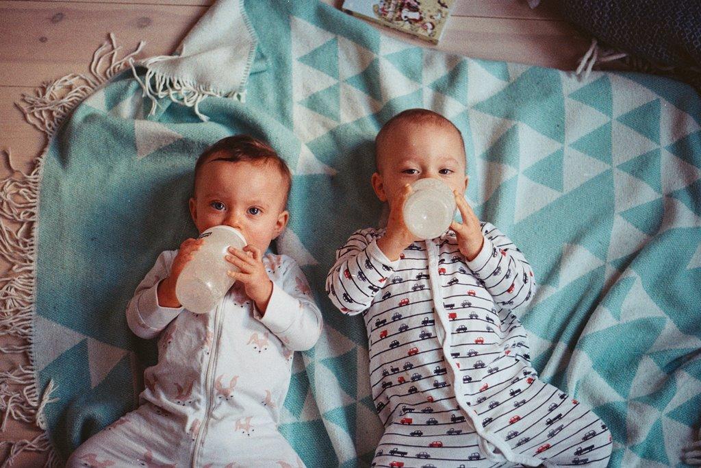 Cara Menidurkan Bayi Kembar