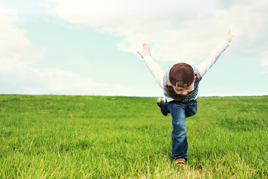 8 Cara Ajarkan Anak jadi Mandiri, Percaya Diri, dan Tangguh