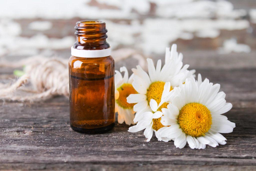Beragam Jenis Minyak Esensial untuk Mengatasi Kram Menstruasi