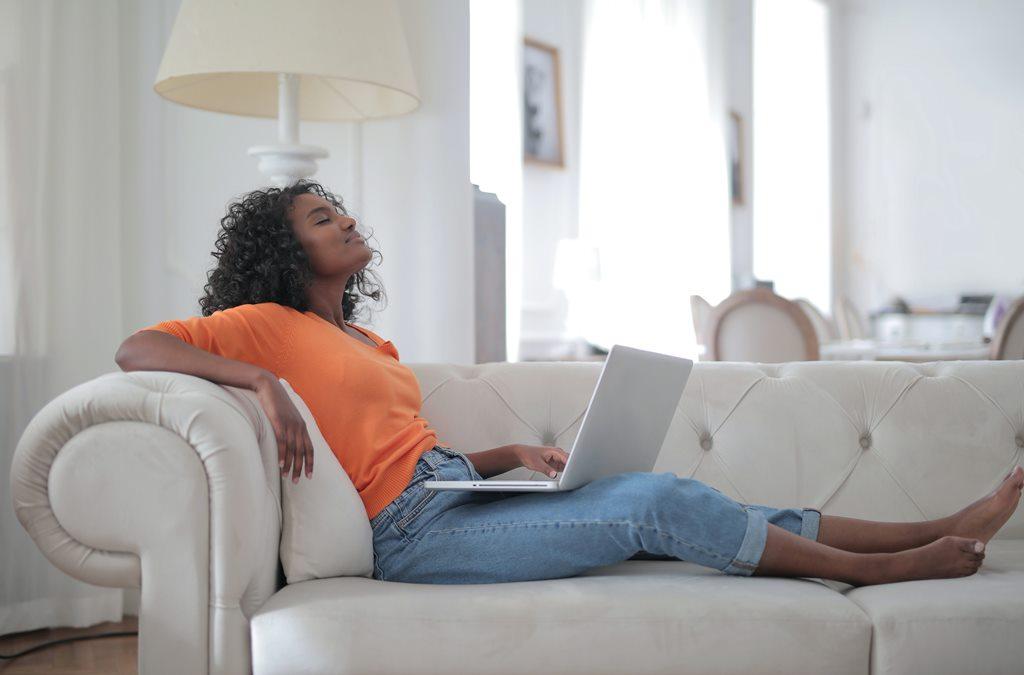Tips agar Terhindar dari Nyeri Punggung kala Bekerja dari Rumah