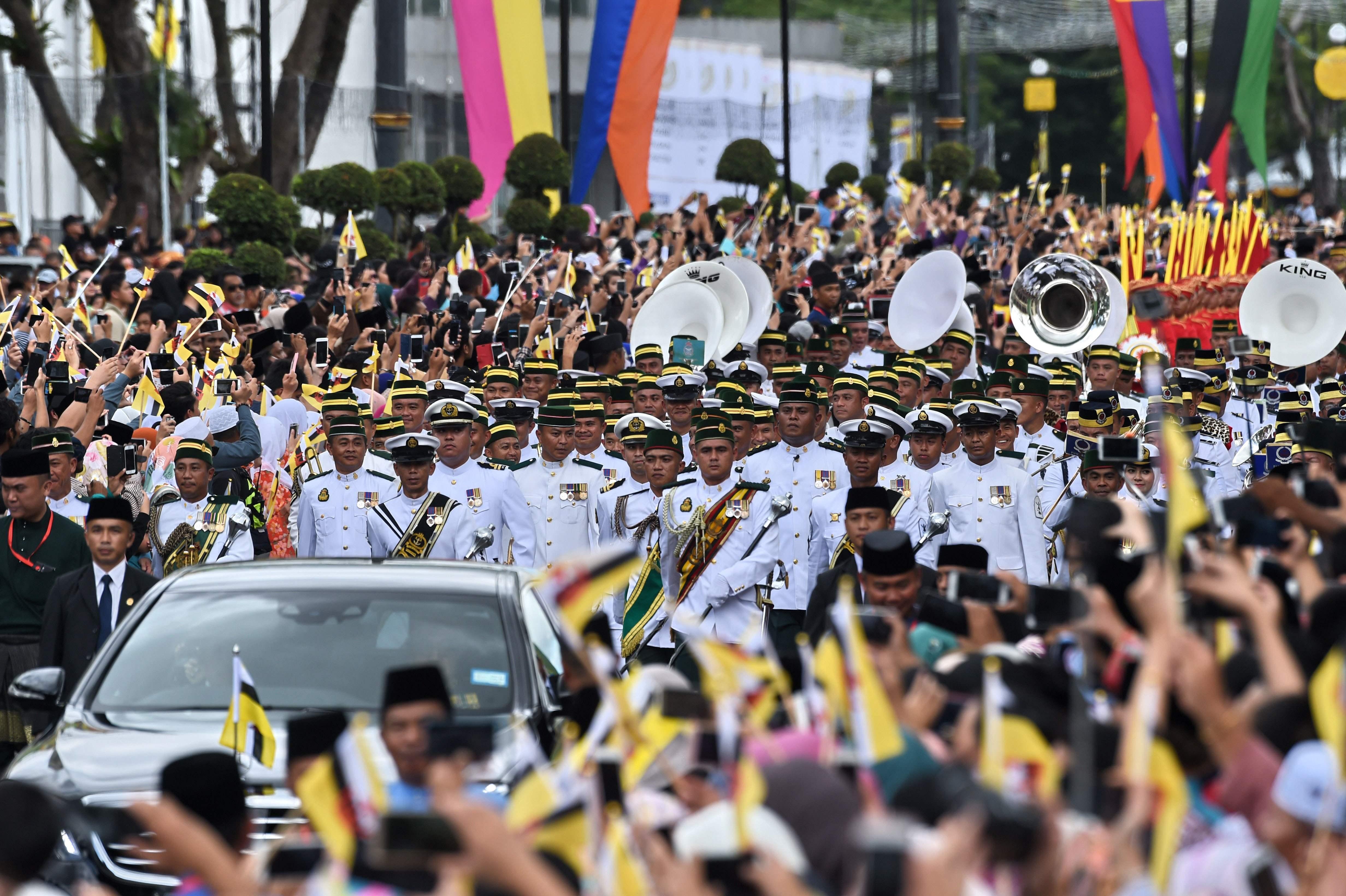 Bertabur Emas, Sultan Brunei Peringati 50 Tahun Pemerintahan