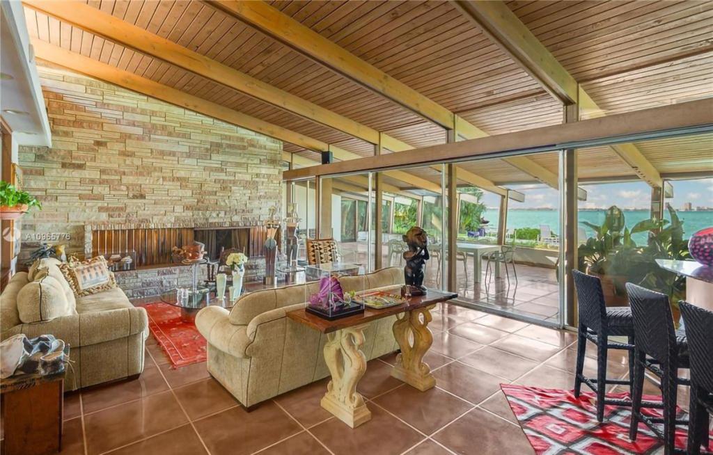 Cindy Crawford Beli Rumah Pantai Rp133 Miliar