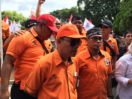 Ribuan Karyawan Tuntut Direksi Pos Indonesia Mundur