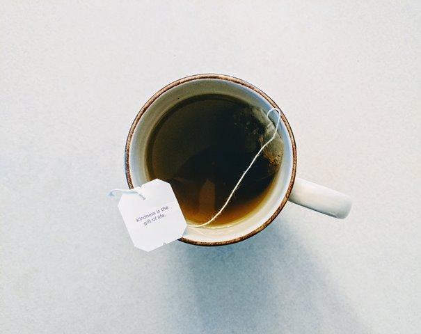 Manakah yang Lebih Banyak Mengandung Kafein, Kopi atau Teh?
