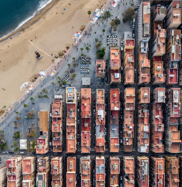 Foto Udara Tampilkan Pemandangan Memukau Bangunan di Barcelona