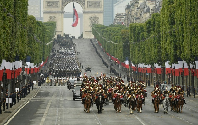 'Rompi Kuning' Berulah usai Parade Hari Bastille