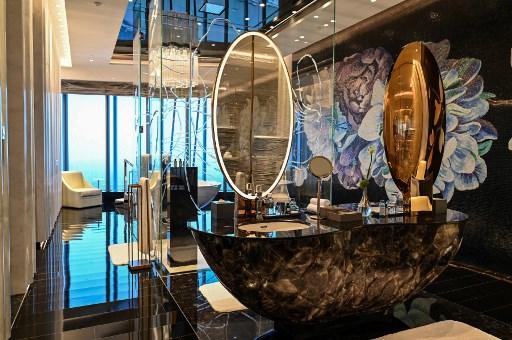 Hotel Tertinggi di Dunia Dibuka di Tiongkok