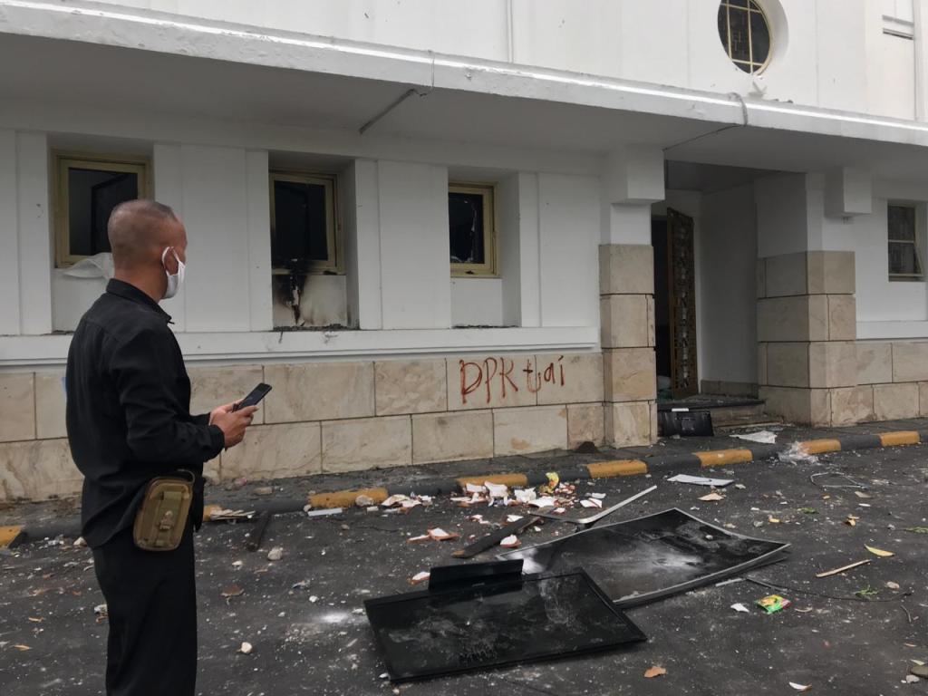 Kantor Kementerian ESDM Diserang Massa Pedemo