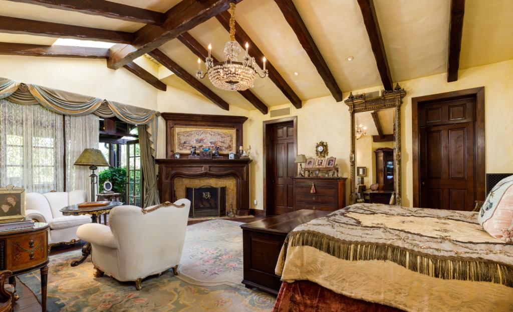Mantan Istri Elvis Presley Jual Rumah Rp236 Miliar