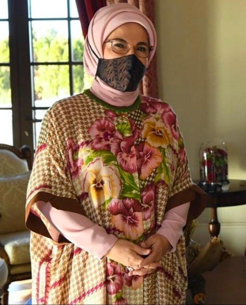 Ibu Negara Turki, Emine Erdogan Gunakan Masker Batik dari Indonesia