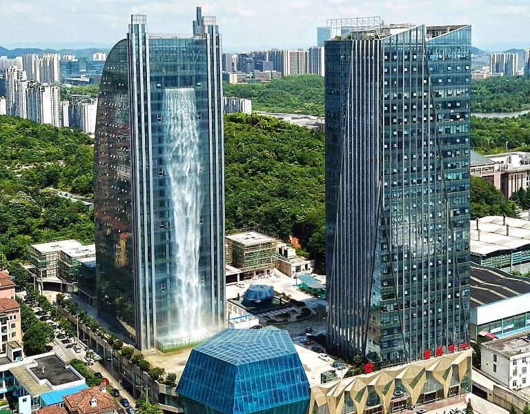 8 Bangunan dengan Air Terjun di Dunia, Salah Satunya Indonesia