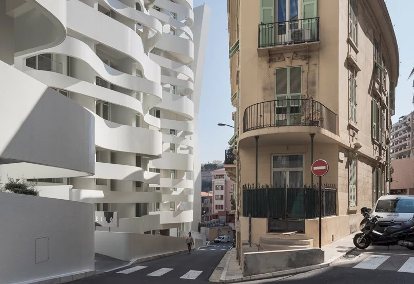 Gedung Bergelombang Menyerupai Pita di Monako