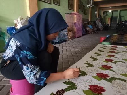 Jatuh Bangun Hanan Jalil Kelola Batik Tulis Celaket