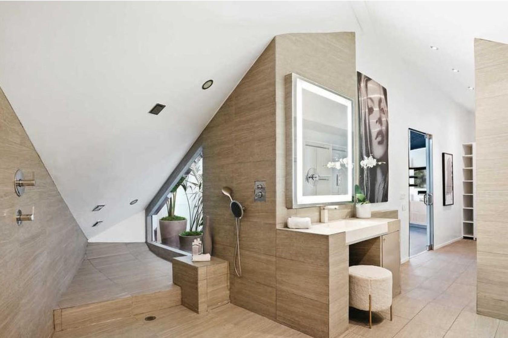 Hasley Jual Rumah Bergaya Modern di Los Angeles