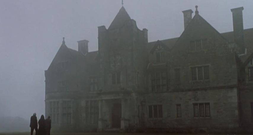 5 Hunian Angker dalam Set Film Horor