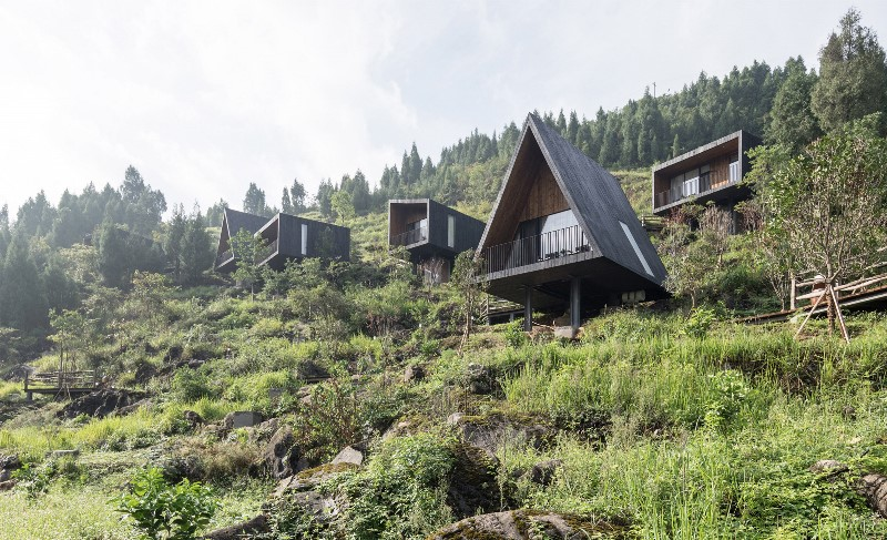 Ekstrem! Hotel Ini Dibangun di Antara Pegunungan Curam