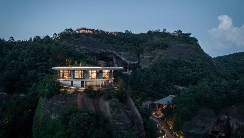 Pesona Hotel 'Buah Persik' di Puncak Bukit Tiongkok