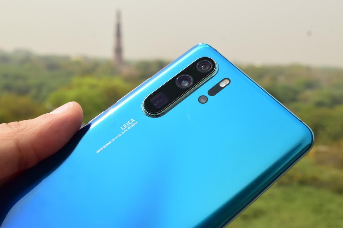 3 Smartphone dengan Kamera Belakang Terbaik
