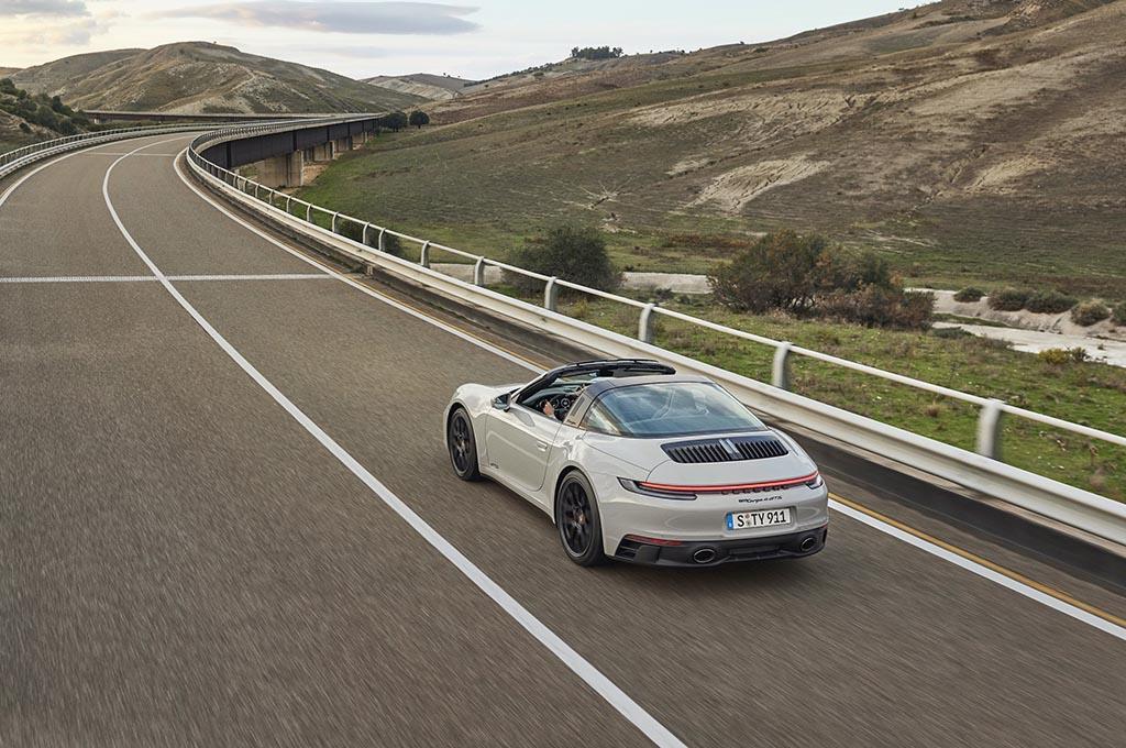 New Porsche 911 GTS Lebih Ringan & Bertenaga