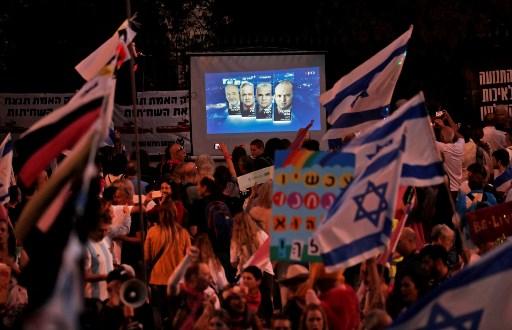 Ribuan Warga Israel Turun ke Jalan Rayakan Lengsernya Benjamin Netanyahu
