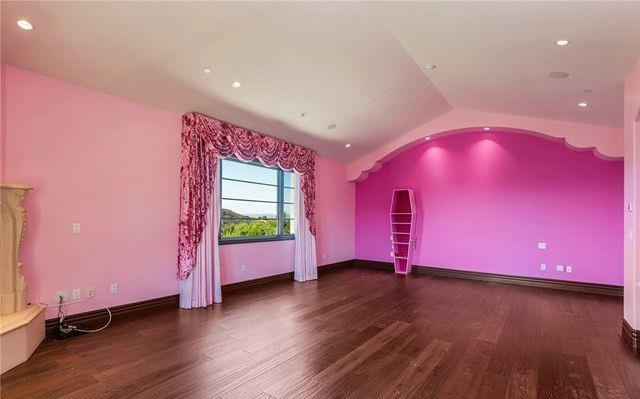 Belum Laku, Jeffree Star Jual Murah Rumahnya yang Serba Pink