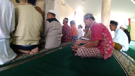 Masjid Babah Alun, Nuansa Religius di Kolong Tol